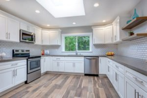 laminate-flooring-in-the-kitchen